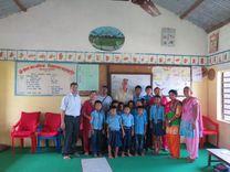 Stichting Nepal avec des élèves dans une école au Népal